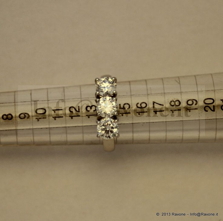 Anello Trilogi in Oro Bianco e Diamanti taglio Brillante