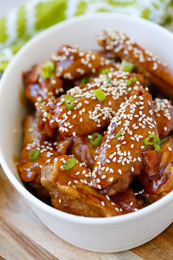 Slow Cooker Honey Sesame Chicken Wings – crazy delicious chicken wings in a sticky savory honey sesame sauce. 10 minutes prep time & dinner is ready! | rasamalaysia.com