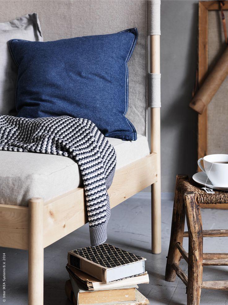 Vad kan vara mysigare än att ladda upp med höstens nya böcker och krypa upp i läshörnan. IKEA PS 2014 hörnfåtölj, ORMHASSEL pläd, ORMKAKTUS kuddfodral, IKEA 365+ tekopp med fat.