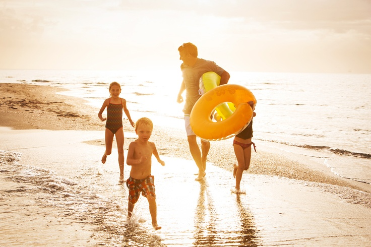 Bayliner Lifestyle - Our memories of the ocean will linger on, long after our footprints in the sand are gone. #family #ocean