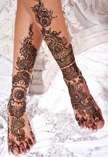 bridal henna for feet....i dont know if i would get it but it kind of looks cool!
