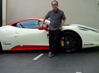 Korban pembunuhan sadis di rumah mewahnya di Pulomas, memiliki koleksi mobil-mobil mewah. Koleksinya mulai dari supercar Lamborghini hingga Ferrari.
