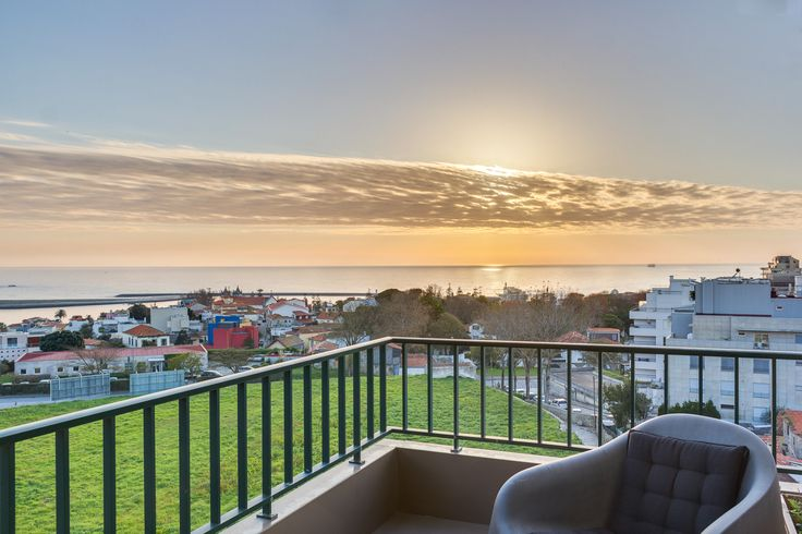 HomeLovers: balcony + sunset