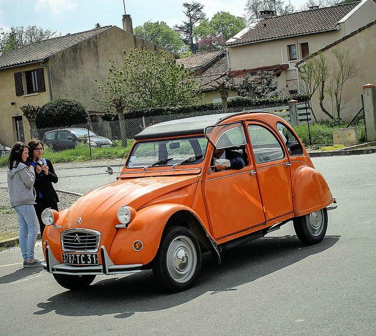 Orange Citroën 2CV