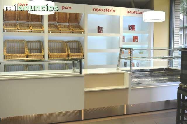 . Instalaci�n completa, nueva, de exposici�n, compuesta de mostrador neutro de 1,50 m. + mueble caja de 1,00 m. + vitrina de fr�o de 1,50 m. Y 4 m�dulos de estanter�a para pan, reposter�a, bombones y varios. Decoraci�n moderna. Iluminaci�n Led.