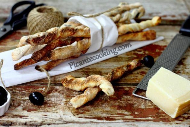 Итальянские гриссини с оливками и базиликом и с сыром
