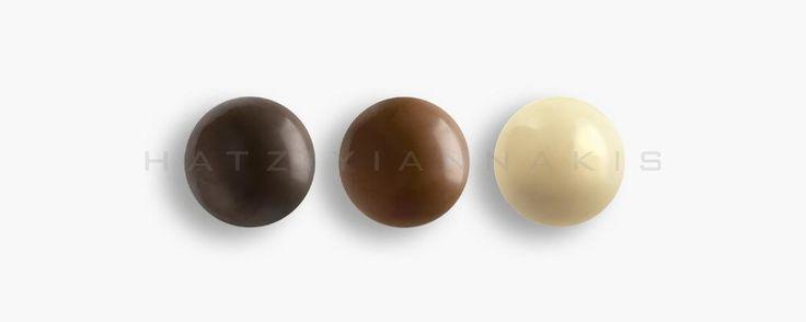 Ολόκληρο καβουρδισμένο φουντούκι με επικάλυψη σοκολάτας (55% κακάο), σοκολάτας γάλακτος & λευκής.Συσκευασία:...