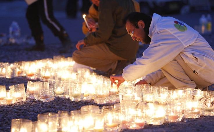 Homenagem às vítimas, um ano após o terremoto e tsunami no Japão.