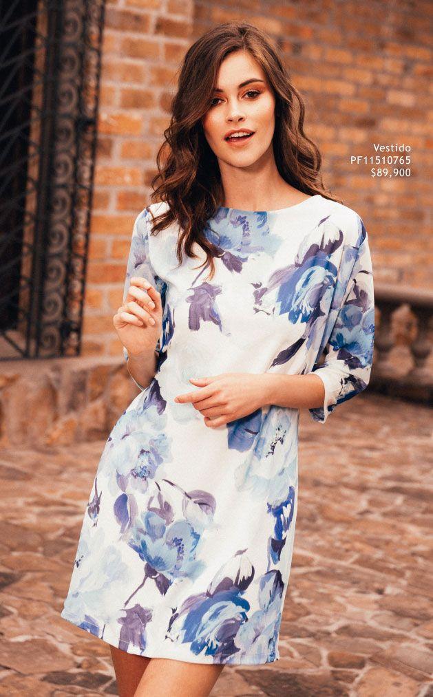 Outfit de vestido corto, estampado de flores en tonos fríos ...