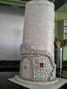 Lo prometido es deuda y aquí os traigo mi primer tutorial de como hacer una teja.  Esta teja es un diseño que saqué de Myrarte, página sobre...