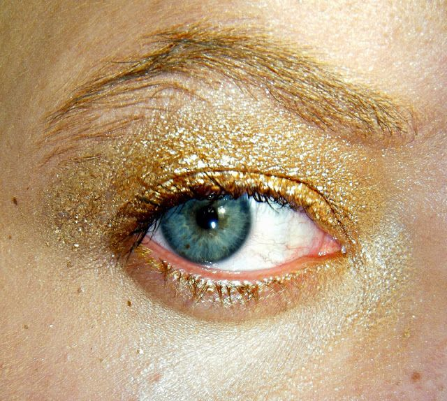 Maybelline Color Tattoo Metal - 'Gold Rush' ♥ http://www.dollydowsie.com/2013/11/maybelline-color-tattoo-metal-gold-rush.html