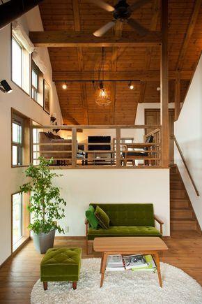 【立体的な空間の広がり】スキップフロアの上のリビング   住宅デザイン le canapé !
