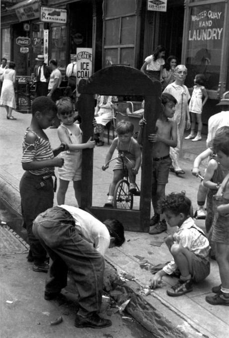 "Helen Levitt. ""Broken Mirror"", ca. 1940. New York"