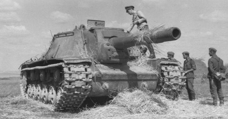 ISU-152 Heavy Assault Gun From World War 2 With Massive 152.4 mm Howitzer