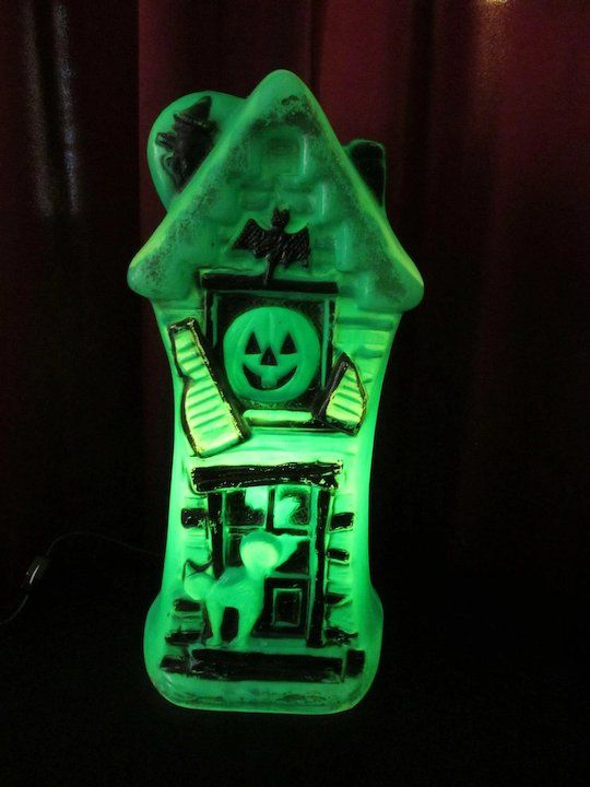 Very Neat Mold Haunted House Lamp In Green And Black Displaying A Witch Bat Cat Skull