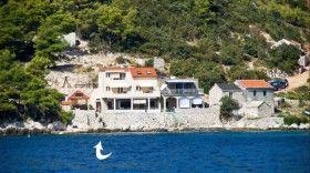 Dům je přímo u moře