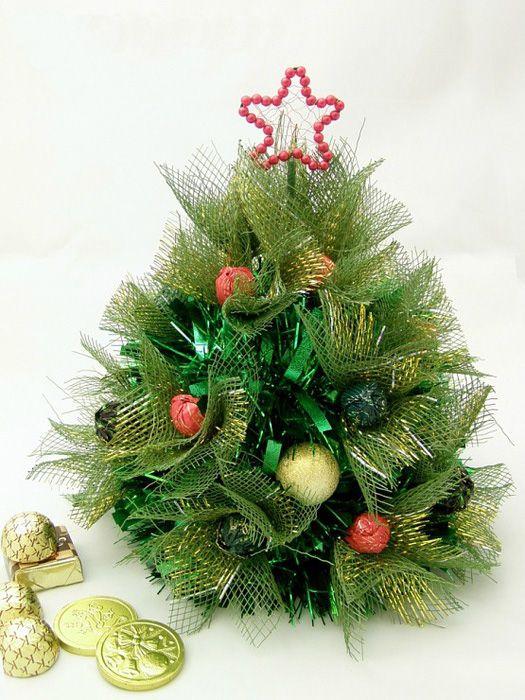 ideias de árvores de Natal feitas à mão floral envoltório de ouro de malha verde