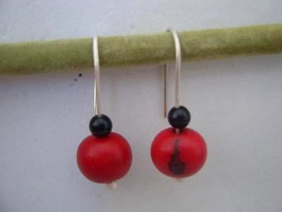 Silver short drop earrings with onyx and red vegetable ivory nuts by NataliaNorenasilver on Etsy