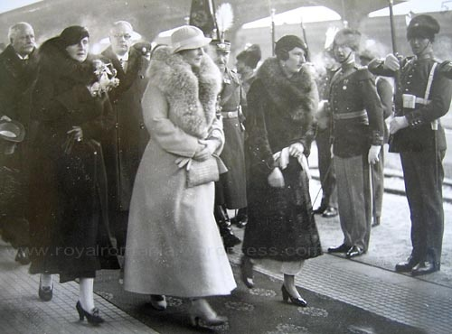 Queen Marie of Romania (center) with her daughter Queen Elisabeta of Greece and Queen Giovanna of Bulgaria. from http://royalromania.wordpress.com