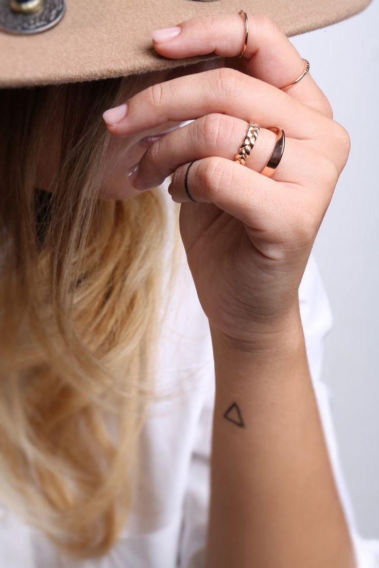 Anello crochet, 3,5 mm in ORO MASSICCIO 14k, 18k anello in oro, gioielli di nozze, anello di amicizia, damigella d'onore, Set intrecciato anelli, anello d'oro Twisted, boho di fattoamanou su Etsy https://www.etsy.com/it/listing/291343615/anello-crochet-35-mm-in-oro-massiccio