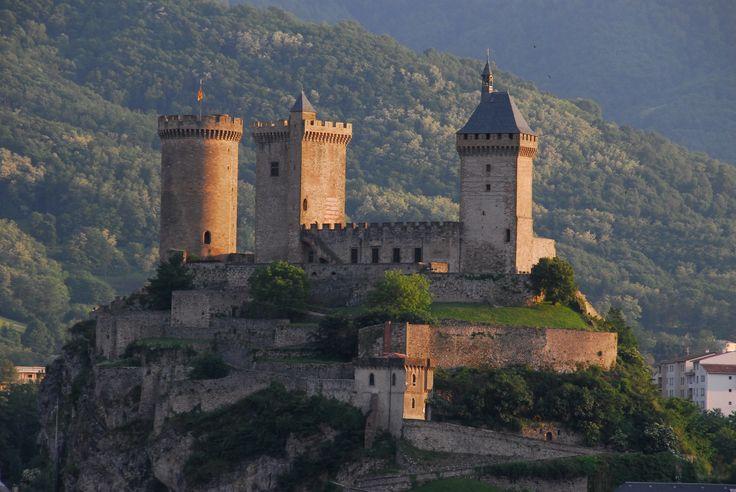 Foix Tourism Ariège Pyrenees Les cathares