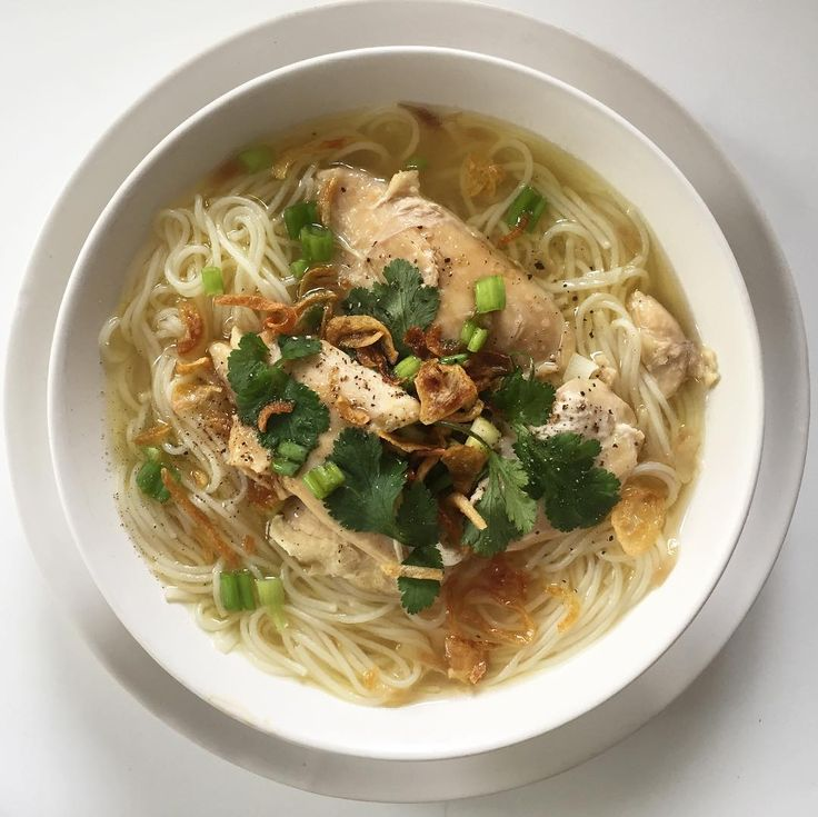 Ma lives across the country but her food regularly shows up in my kitchen... . . . . #MienGa #ChickenSoup #Soup #ComfortFood #Lunch #Food #FoodPorn #Foodstagram #VietnameseFood #LA #HomeCooking #Kitchen #EvaZiesel #Chicken #Hongry #FamilyRecipe #HongFamily #LSH #February #2017