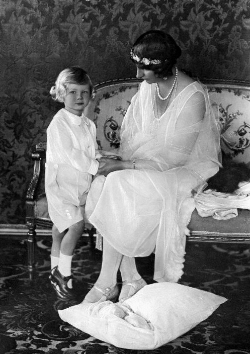 His Royal Highness Prince Welf Heinrich of Hanover (1923-1997) with his mother, the Duchess of Brunswick-Luneberg: Prince Welf, Princesses Viktoria, Herzogin Viktoria, Welf Heinrich, Brunswick Hanovr, Blu Prince, Prussian Royals, Viktoria Luis, Royals Families