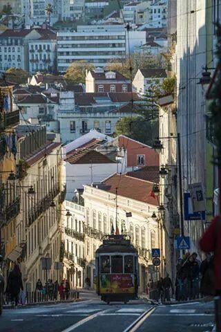 Calçada do Combro, Lisboa - foto de Américo Simas