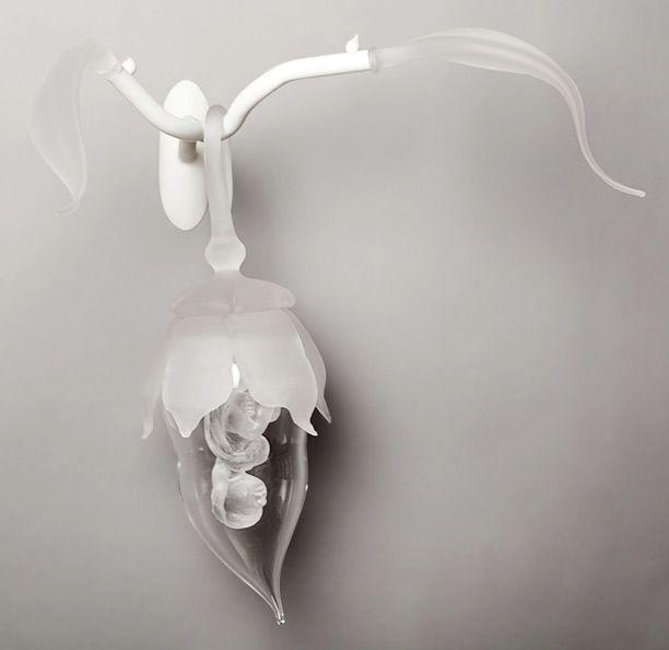 """Genèse II (2011) // Pâte de verre, verre soufflé et massif  travaillé à la canne, verre travaillé au chalumeau, 30 x 35 x 20 cm / Pâte de verre, blown glass, hot sculpted glass on punti, flameworked glass, 12"""" x 14"""" x 8"""""""