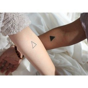 These beautifully minimalist triangles. | 43 Adorable Couples' Tattoos That Will Stand The Test Of Time