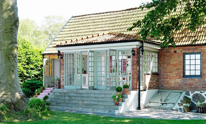 An English-style cottage in the Swedish countryside