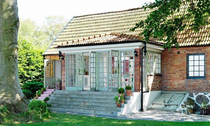 Glasveranda på sommarhus i Österlen
