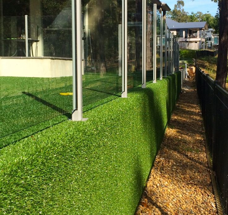 Artificial grass feature wall. See our portfolio of work that we have done for artificial lawns, natural turf, playgrounds, and putting greens. Get a perfect lawn all year round today.