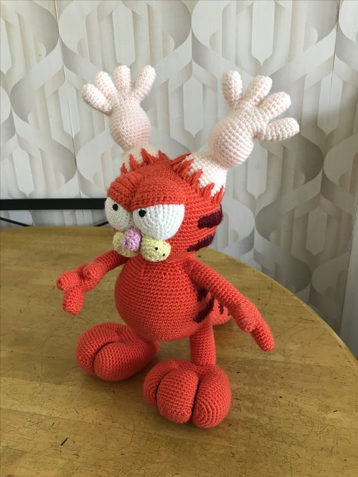 Crochet Gazorpazorpfield from Rick and Morty, adapted from a Garfield pattern created by Erin Scull of Erin's Toy Store (in etsy).
