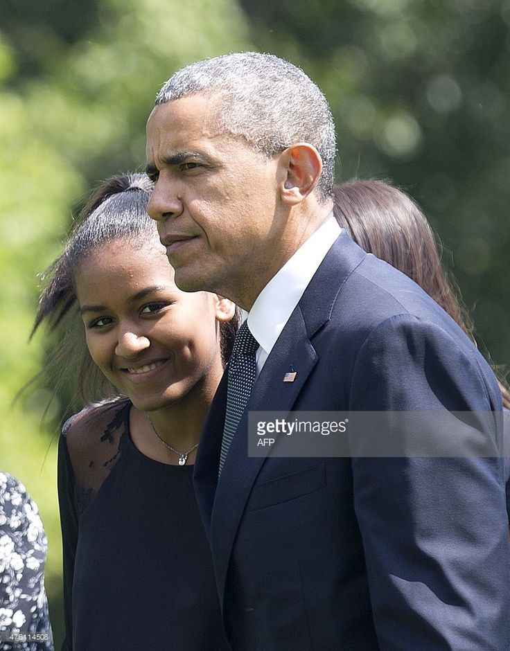 US President Barack Obama speaks with his daughter Sasha after returning to the White House in Washington, DC, on June 6, 2015, after attending the funeral for Vice President Joe Biden's son, Beau Biden. US President Barack Obama will deliver a eulogy at the burial of Vice President Joe Biden's son Beau, who died of cancer aged 46. AFP PHOTO/ ANDREW CABALLERO-REYNOLDS