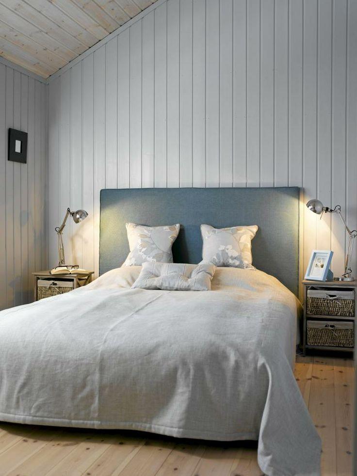 Soverommet er enkelt, men likevel spennende. fargene på vegger, på ...