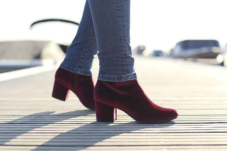 velvet boots, skinny jeans, velvet enkellaarzen, velvet schoenen, velvet trend, velvet fashion trend, zijden blouse, & other stories, statement ketting, juli dans jewels, zara, haven, herfst-/wintertrends 2017 2018, fashionblogger http://www.fashionisaparty.com/2017/09/velvet-trend.html/