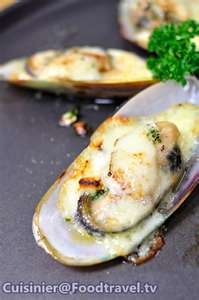 Baked Mussels with Garlic and Cheese