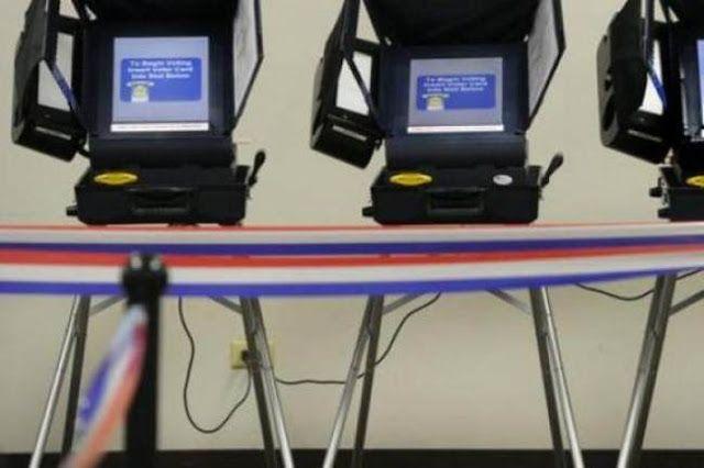 """CNN MOSTRO QUE UNA PERSONA PUEDE VOTAR 400 VECES CON VOTO ELECTRONICO      CNN mostró que una persona puede votar 400 veces en una máquina de voto electrónicoUn informe de la cadena norteamericana mostró vulnerabilidades del sistema de voto electrónico que va a usar Estados Unidos en su próxima elección. """"Probablemente podría emitir unos 400 votos en menos de un par de minutos"""" aseguró el analista en seguridad de Symantec Brian Varner que se manifestó a favor de volver a la boleta de papel…"""