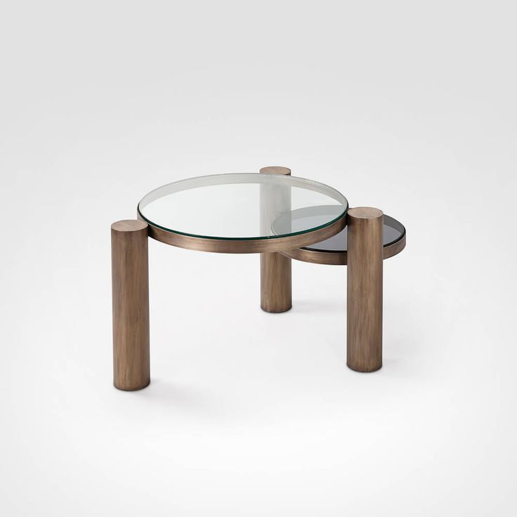 Descrição: mesa de centro  Cor base: bronze envelhecido ou dourada Tampos em diversos acabamentos - vidro (transparente, fumê, bronze) - Espelho (prata, fumê ou bronze) Medidas: d 30, 40, 50 e 60cm | h = 35 cm