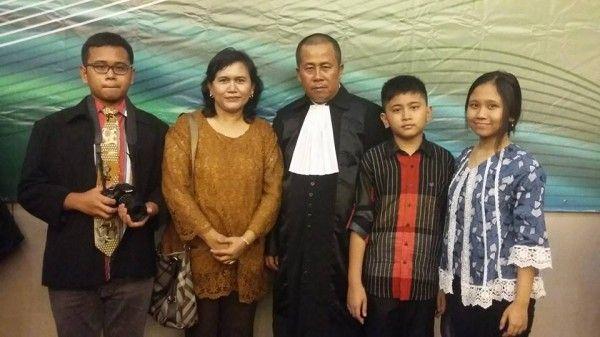 Banten, SIMARMATA.or.id - Telah dilakukan pengambilan Sumpah atau Janji Advokat, di Hotel Ratu Bidakara, Serang, Jumat (11/3/16) kemarin, berdasarkan surat dari Pengadilan Tinggi Banten Nomor: W.29-U/73/HK/III/2016 tertanggal 4 Maret 2016.  Rinton Simarmata adalah salah satu dari 243 orang yang mengikuti Pengangkatan dan Pengambilan Sumpah/Janji Advokat di Wilayah Pengadilan Tinggi Banten adalah Calon Advokat yang telah dinyatakan lolos verifikasi baik oleh PERADI maupun dari Pengadilan…