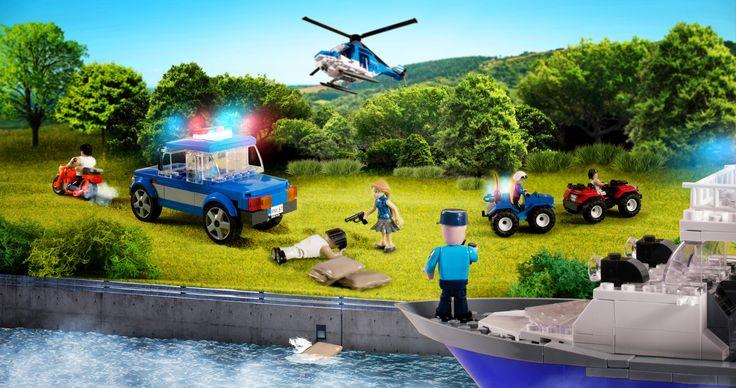 """Co za pościg! Policja w #Action Town w pogoni za złodziejami. Co było jego przyczyną? Jak przebiegał? I jak się zakończył? Odpowiedzi poznacie już wkrótce w e-booku """"Zagadka zaginionego skarbu w Action Town"""". #ebook #Cobi"""