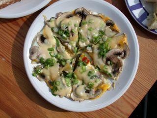 Pizza - omleta cu ciuperci