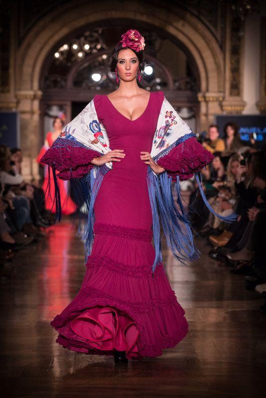 Uno de los nuevos trajes de 'Flamencas de Pitiminí' durante el desfile de We Love Flamenco en el hotel Alfonso XIII de Sevilla.