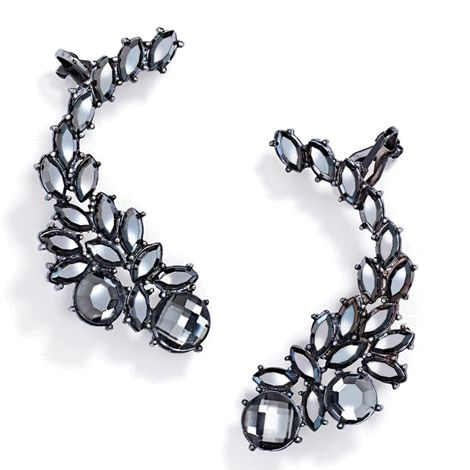 A climbing cluster of hematite-coloured faux stones makes our ear cuff both edgy-cool and party-glam.