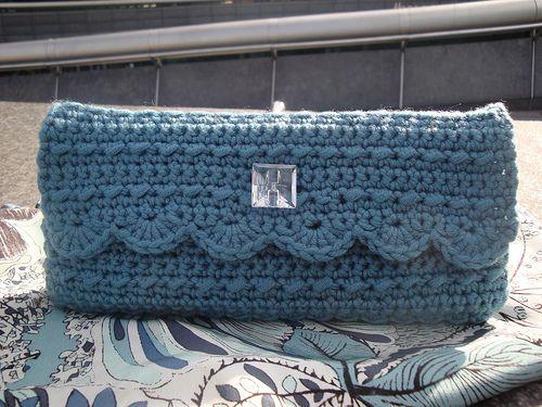 Pattern: Crocheted Clutch by Datura547 ✿Teresa Restegui http://www.pinterest.com/teretegui/✿