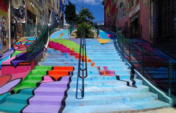 Marseille art de rue les escaliers et bornes fontaine for Escalier helicoidale marseille