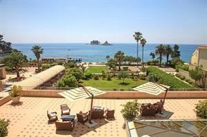 Montenegro Kuststreek Petrovac  Hotel Palas ligt direct aan het strand in Petrovac omgeven door olijf- en sinaasappelbomen en is een van de best beoordeelde hotels in Montenegro. Het restaurant serveert streekgerechten en...  EUR 465.00  Meer informatie  #vakantie http://vakantienaar.eu - http://facebook.com/vakantienaar.eu - https://start.me/p/VRobeo/vakantie-pagina