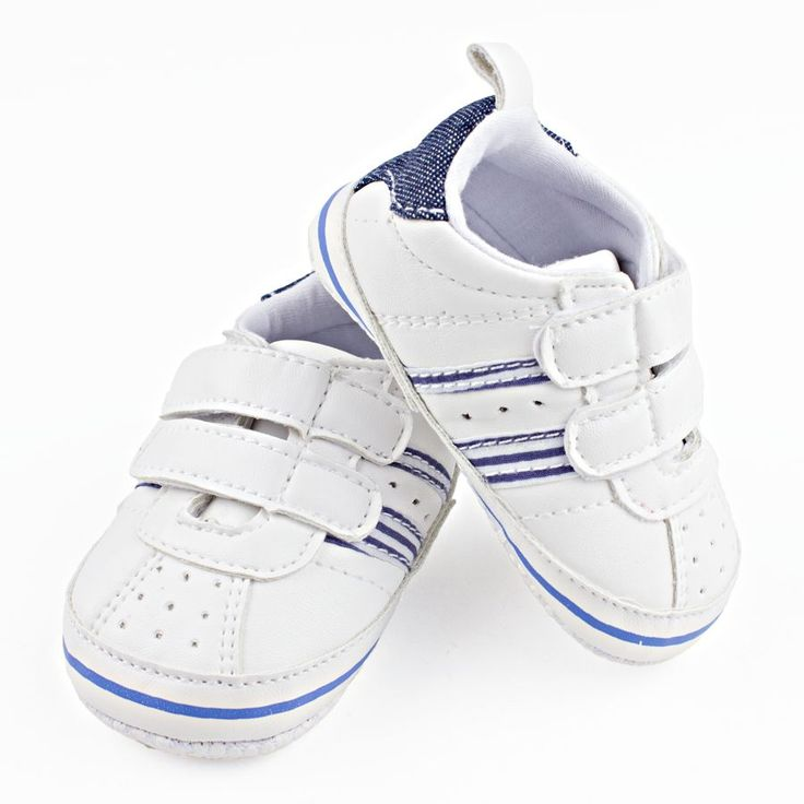 Babyschoentjes: witte gympen
