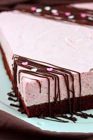Mansikkamousse-kakku